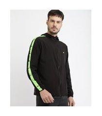 jaqueta masculina esportiva ace com recorte e capuz preta