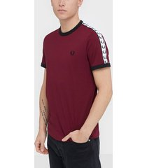 fred perry taped ringer t-shirt t-shirts & linnen tawny port