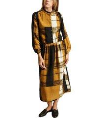 button wool dress
