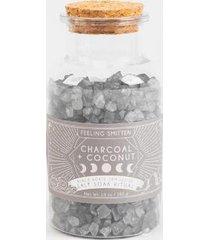 feeling smitten charcoal + coconut salt soak