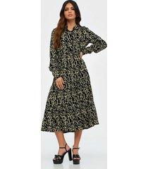 pieces pcnadin ls midi dress långärmade klänningar