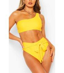 korte bikini met ceintuur en eén open schouder, geel