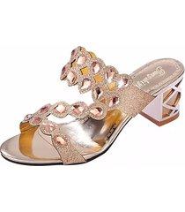slippers slip-on con tacchi squadrati con strass perline