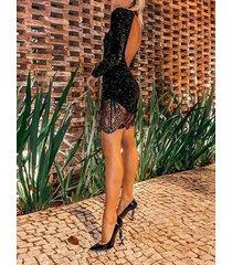 vestido de manga larga con cuello alto y encaje negro sin espalda