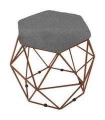 puff aramado bronze assento hexagonal suede cinza - ds móveis