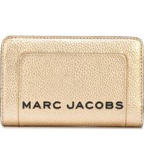 marc jacobs carteira metálica - dourado