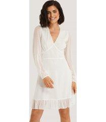 na-kd boho dobby marked waist mini dress - white