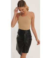 na-kd party overlap tie pu skirt - black