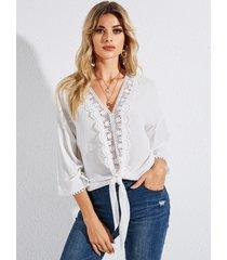 blusa con cuello en v de patchwork de diseño hueco blanco yoins