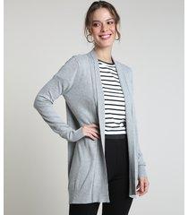 capa feminina básica em tricô cinza mescla