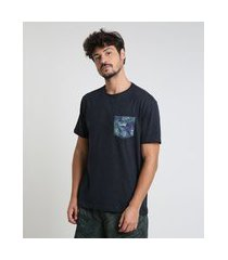 camiseta masculina com bolso estampado de folhagem manga curta gola careca azul marinho