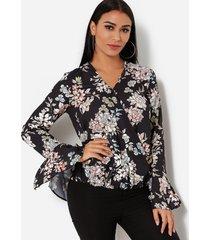 blusa de manga larga con cuello en v cruzado con estampado floral al azar en negro