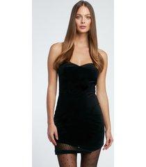sukienka aksamitna z asymetrycznym dołem