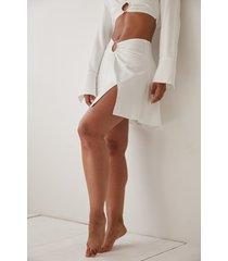 angelica blick x na-kd lös kjol med rynkdetalj - white