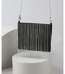 bolsa de veludo feminina manu gavassi transversal pequena com franjas de strass e alça de corrente removível preta
