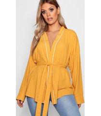 plus wikkel blouse met ceintuur, mustard