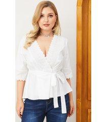 blusa de manga larga con cuello en v y diseño de cinturón blanco talla grande