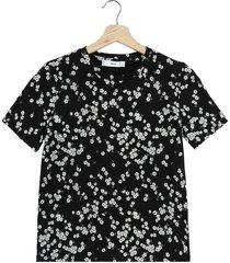 camiseta negro-blanco mng