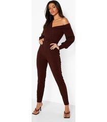 getailleerde jumpsuit met eén blote schouder en ceintuur, chocolate