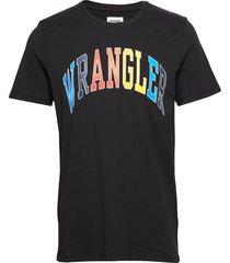 ss rainbow tee black t-shirts short-sleeved svart wrangler