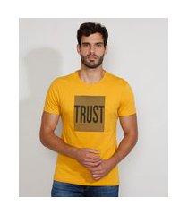 "camiseta masculina slim manga curta gola careca trust"" com relevo mostarda"""