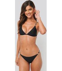 na-kd swimwear sea shell detail thin strap bikini panty - black