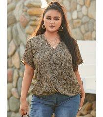 blusa de manga corta con lunares y cuello en v de talla grande