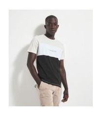 camiseta manga curta com recorte e estampa unnecessary drama   request   branco   g