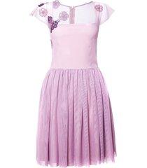 sukienka z różowego tiulu z haftami