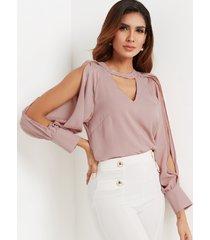 blusa con hombros descubiertos y abertura en forma de cerradura rosa polvo