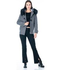 abrigo para dama gris de cremallera con capota y peluche diseño de amarres de correa en polipiel