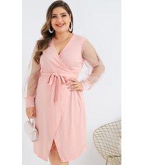 vestido de cuello en v de patchwork con diseño de cinturón de malla rosa talla grande
