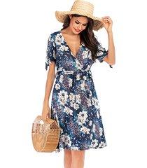 abrigo con estampado floral aleatorio azul marino diseño cinturón profundo v cuello vestido