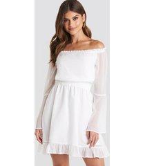 paulinye x na-kd off shoulder mini dress - white