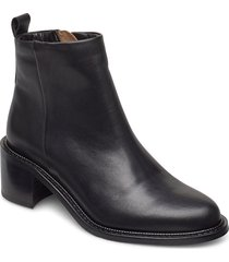 town ankle boot shoes boots ankle boots ankle boot - heel svart royal republiq