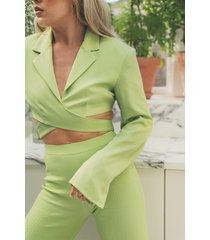 angelica blick x na-kd omlott-skärning croppad kavaj - green