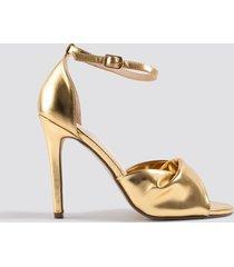 na-kd shoes twist vamp heel sandal - gold