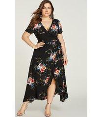 plus tamaño negro con volantes, estampado floral al azar vestido