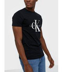 calvin klein jeans iconic monogram ss slim tee t-shirts & linnen svart
