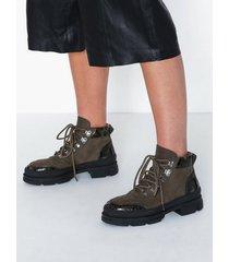 gestuz vandogz boots flat boots