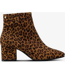 boots square toe