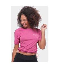 camiseta alto giro skin fit decote costas feminina