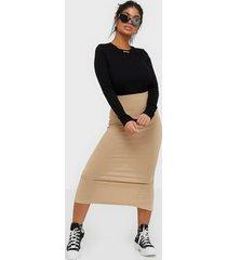 nly trend rib midi slit skirt midikjolar