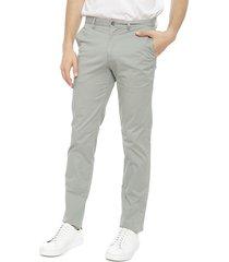 pantalón calvin klein the casual stretch seasonal ed gris - calce stretch