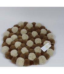 beżowy dywan z pomponami 55 cm