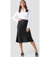na-kd classic satin skirt - black
