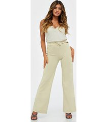 nly trend tailored belt pants byxor