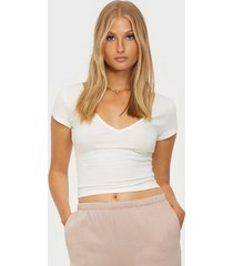 nly trend perfect cropped v neck tee t-shirts