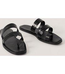 na-kd shoes remsandaler i läder med tårem - black