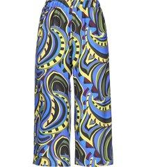 bini como 3/4-length shorts
